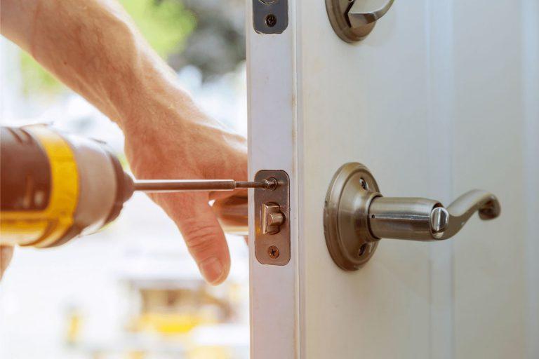 מנעולן פורץ דלת